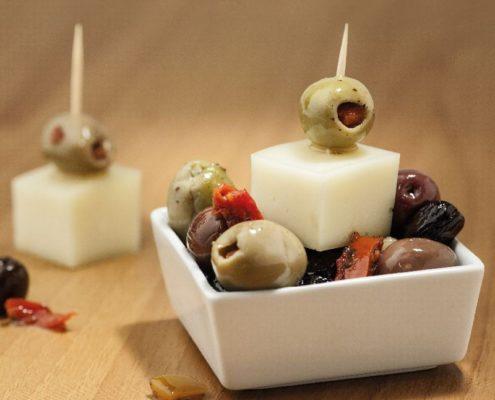 abbinamento di pecorino toscano dop e olive