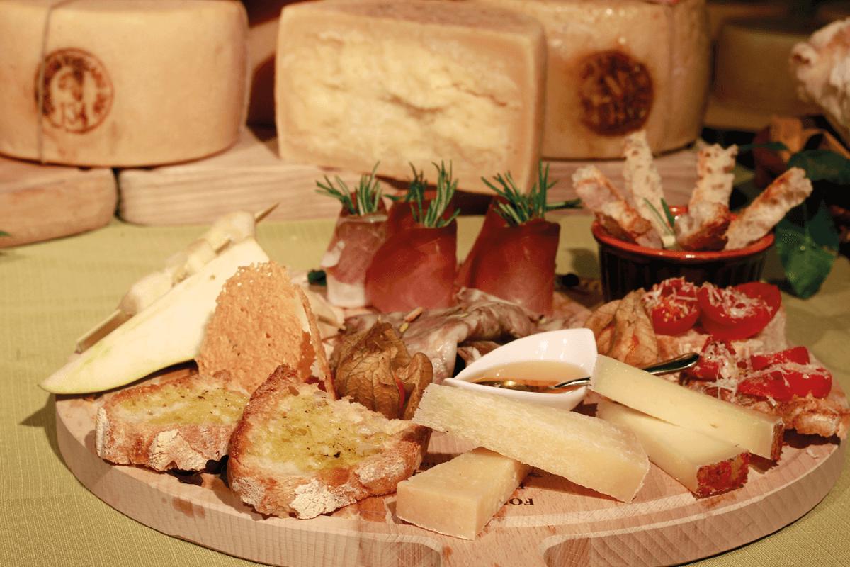 Una Tavola Made In Tuscany Con La Ricetta Del Tagliere Di Salumi E