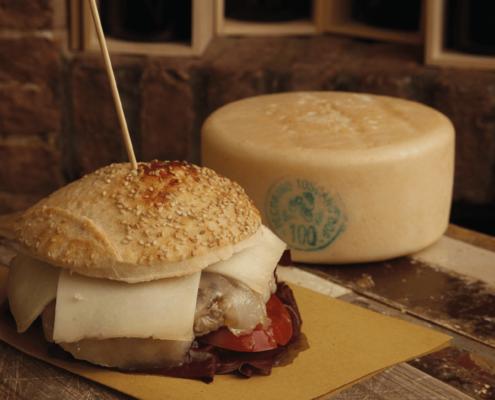 panino toscano con formaggio pecorino toscano dop