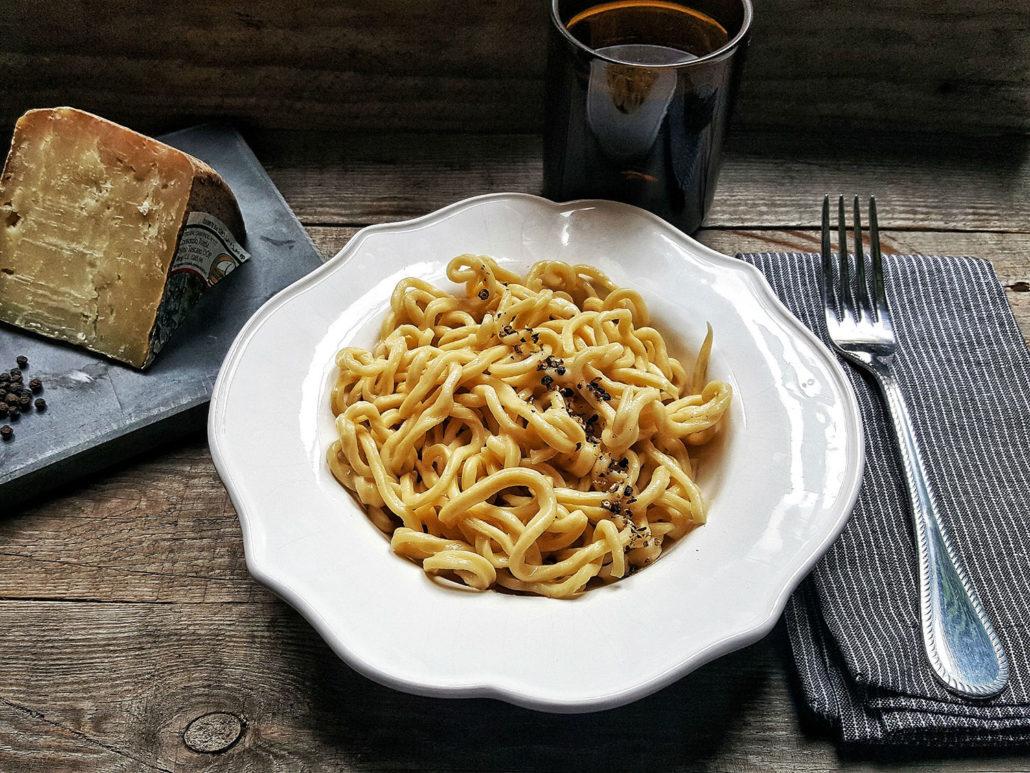 Tonnarelli cacio e pepe dalla cucina romana alla tavola for Cucina tipica romana ricette