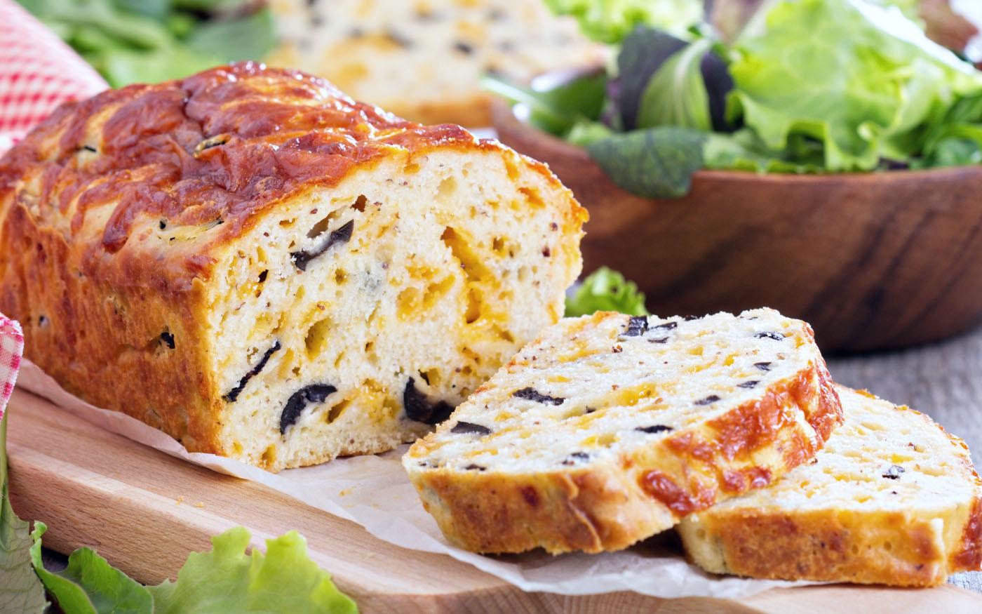 Pane al Pecorino Toscano DOP e olive