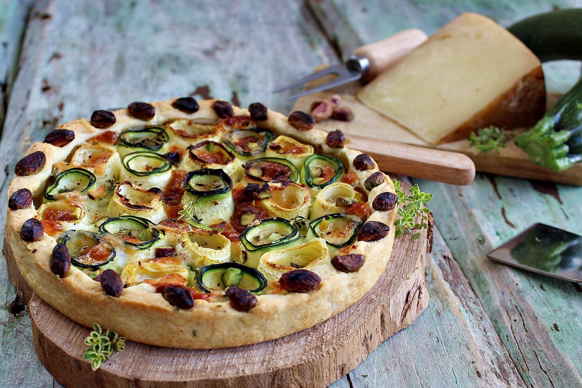 Torta salata con Pecorino Toscano DOP, zucchine e pistacchi
