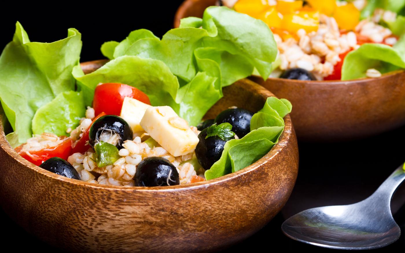 Insalata di farro con olive, pomodorini e Pecorino Toscano DOP